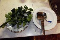 Nerezový mlýnek na petrželku a bylinky